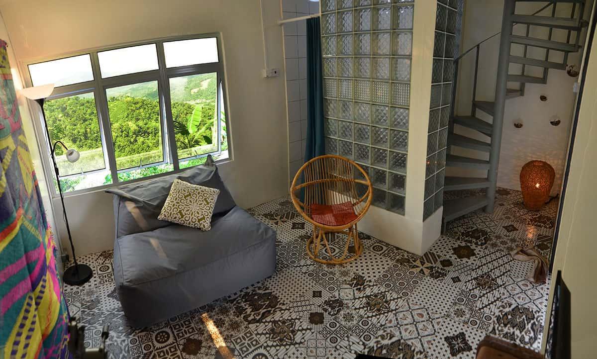 JuJu-Cabin-living-room-access-to-loft