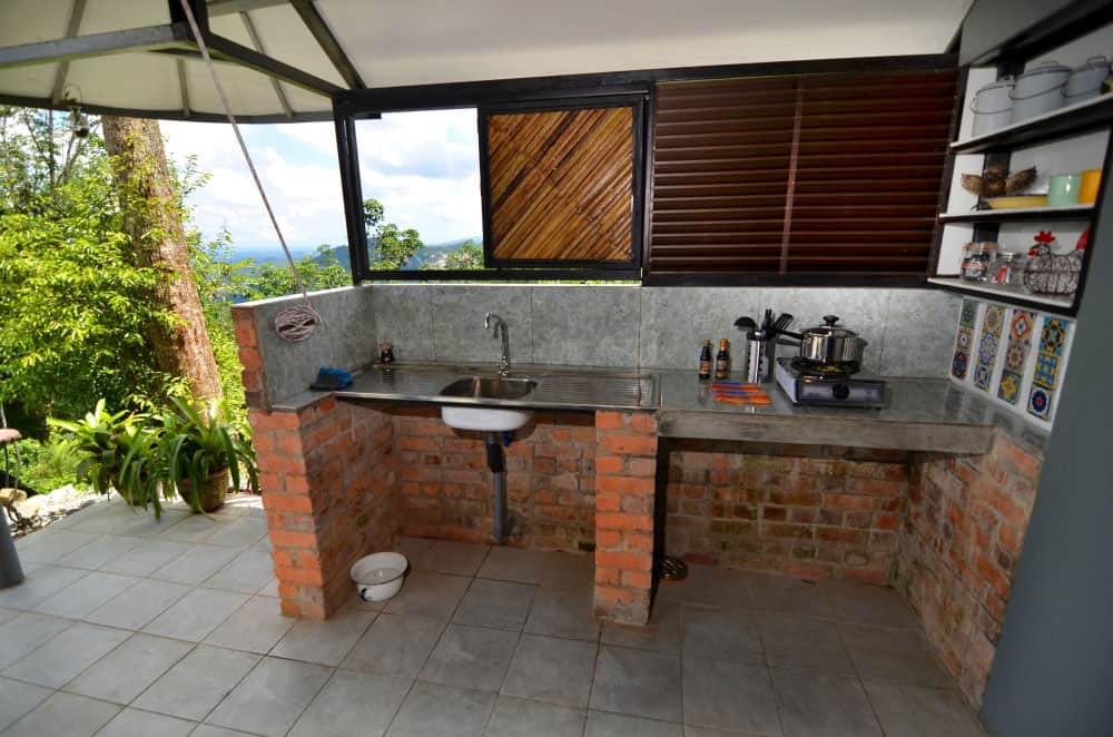 JuJu-Cabin-open-air-kitchen-with-a-view