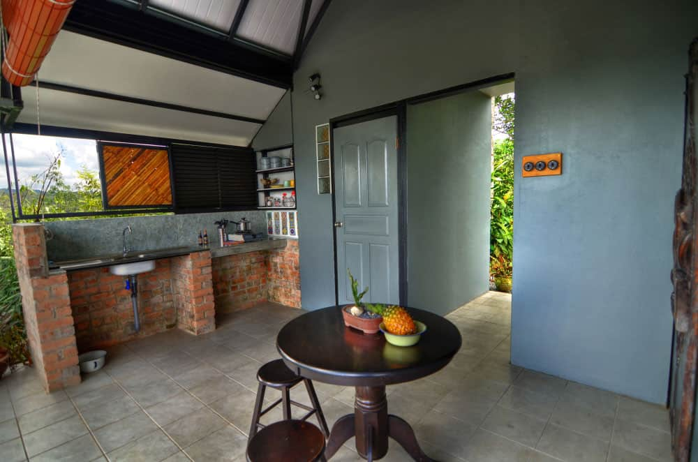 JuJu-Cabin-outdoor-kitchen-and-dining